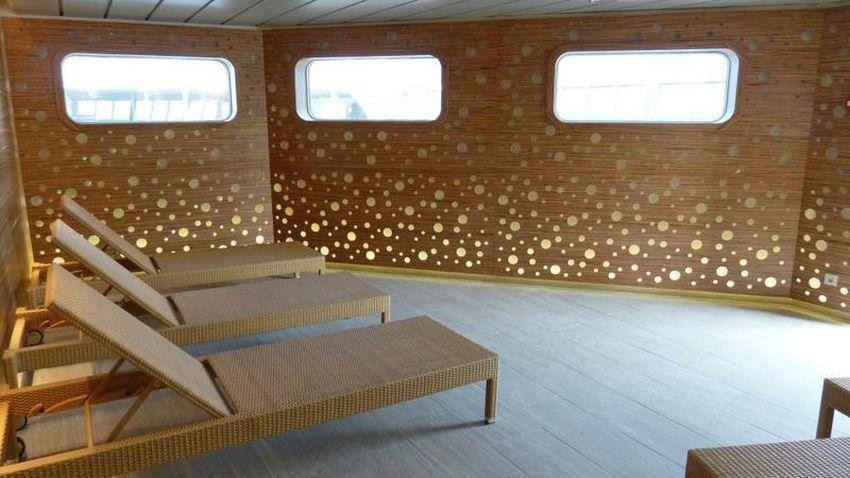 ms artania kreuzfahrten. Black Bedroom Furniture Sets. Home Design Ideas