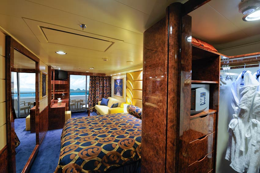 MSC Fantasia Deluxe Yacht-Club-Suite