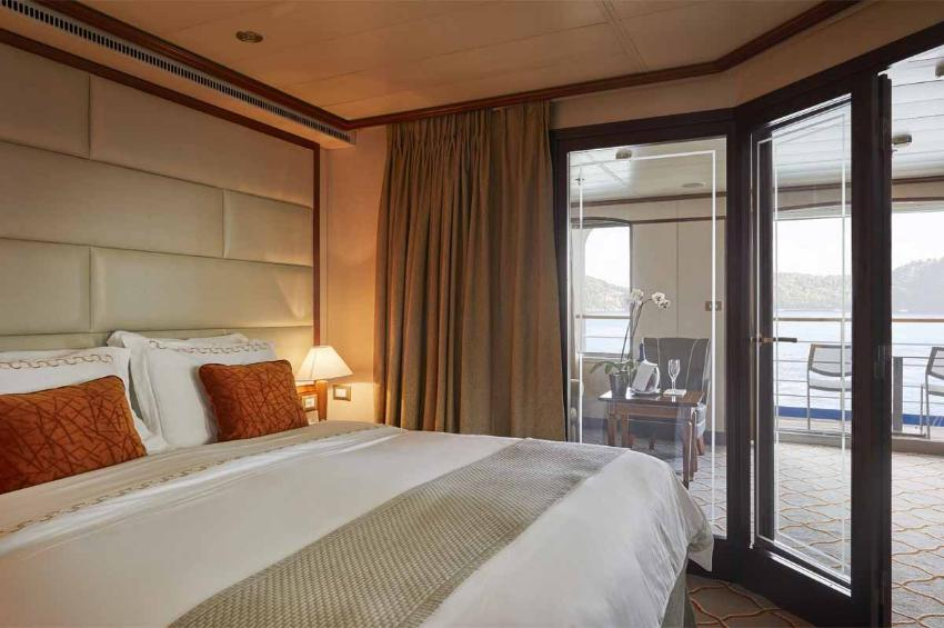 Medallion Suite I Silver Whisper