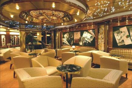 Coral Princess Crooners Martini Bar