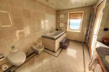 Grand Duplex Badezimmer Q1 | Queen Mary 2