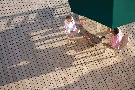 Lifestyle an Deck | Queen Mary 2