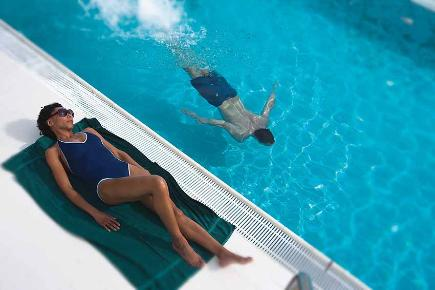 Sonnenbad am Pool | Queen Mary 2