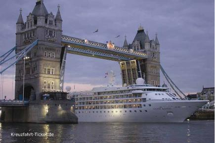 London Tower Bridge | Silver Cloud