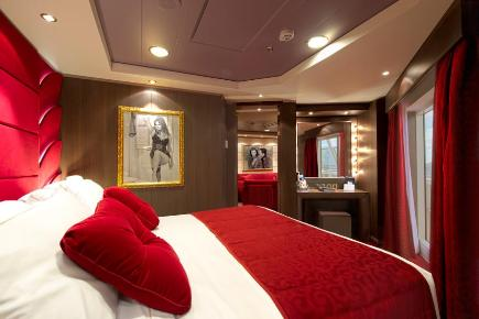 Schlafen in der Royal Suite im Yacht Club der Suite Sophia Lorren - MSC Divina