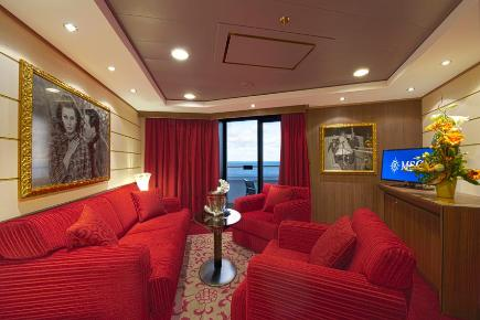 Royal Yacht Club Suite Sophia Loreen, Wohnbereich - MSC Divina